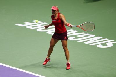 Анжелик Кербер переигрывает Доминику Цибулкову на BNP Paribas WTA Finals