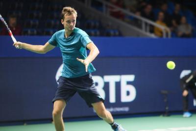 Теннисист Медведев обыграл первую ракетку турнира ивышел вчетвертьфинал Кубка Кремля