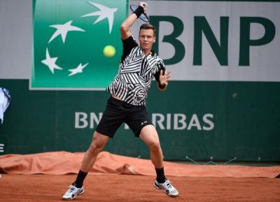 Стартовый этап French Open: Томаш Бердых одолел Вашека Поспишила